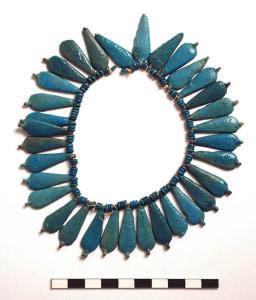 Collar de cuentas de fayenza egipcia.  Fuente: http://www.egyptweb.norfolk.gov.uk/
